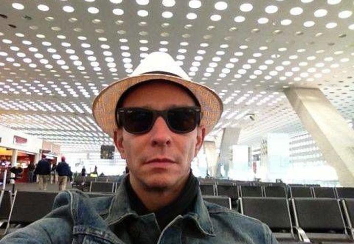 Foto que compartió Erik Rubin en su cuenta de Twitter sobre su salida de la  Ciudad de México hacia Mérida. (SIPSE)