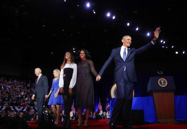 Durante el último mensaje de Obama como Presidente, miles de personas pidieron que se quedara cuatro años más. (AP/Charles Rex Arbogast)