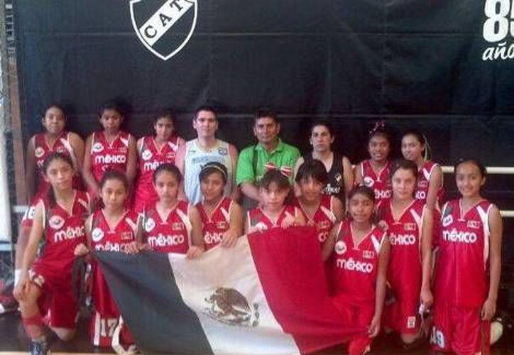 Las campeonas invictas fueron dirigidas por Héctor Eugenio García Bayón. (Milenio)