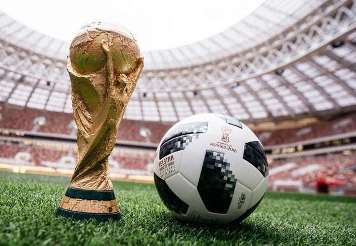 """El balón """"Telsar 18"""", será utilizado en la Copa del Mundo Rusia 2018. (Foto: Contexto)"""