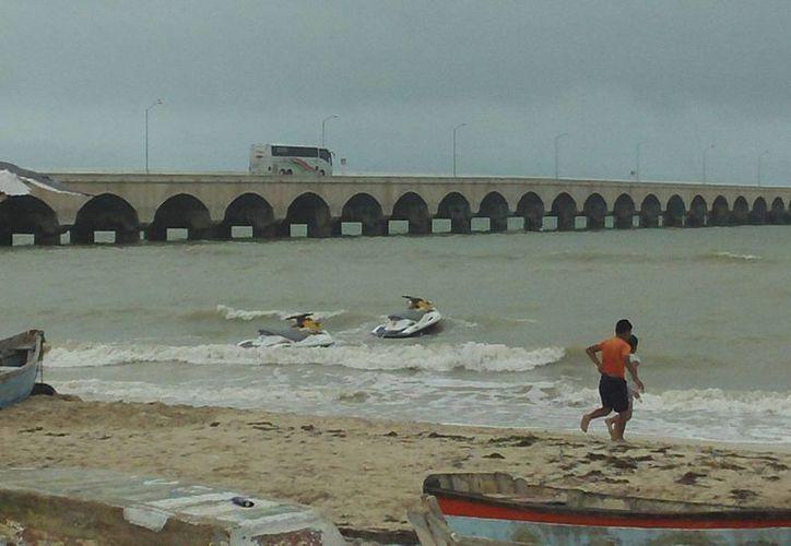 Por la entrada del norte la Capitanía del Puerto de Progreso cerró la navegación a embarcaciones menores.  (SIPSE)