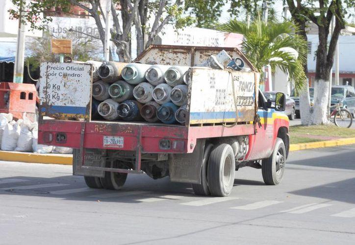 La Profeco continúa con los operativos respectivos para las empresas gaseras que no entreguen los kilos completos. (Harold Alcocer/SIPSE)