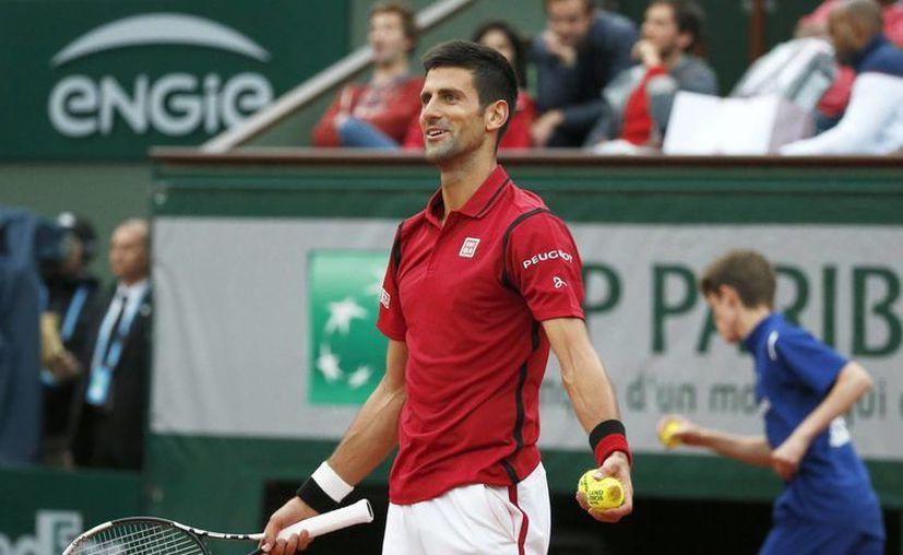 La participación de Novak Djokovic en Río 2016 continúa en pie, así lo afirmó el propio tenista este sábado tras su victoria en Roland Garros. (AP)