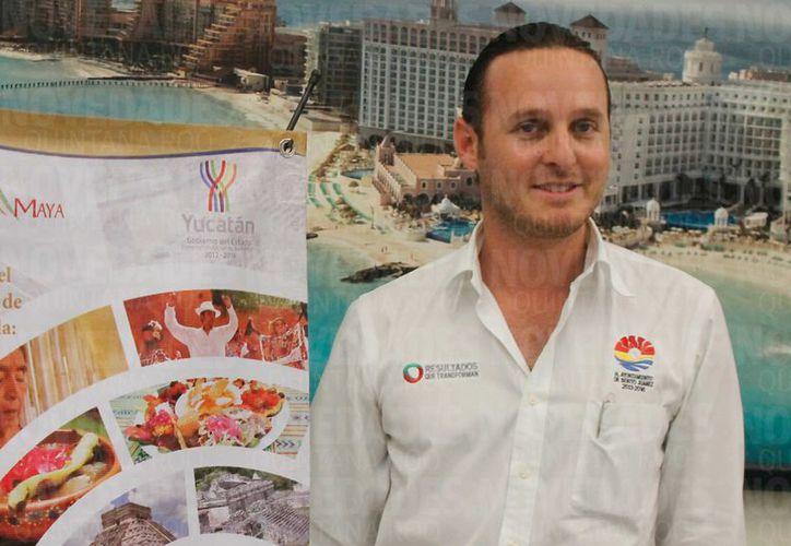 Frank López fue nombrado titular de Turismo desde la administración de Paul Carrillo de Cáceres y repitió en el mismo cargo al llegar Estrada Barba a la alcaldía, en 2016. (Redacción/SIPSE)