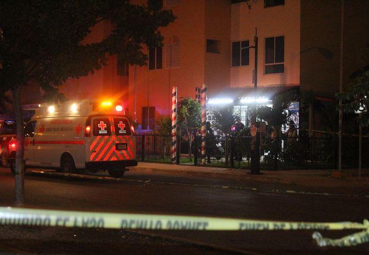 Testigos afirman que el hombre vestido de mujer se resistió a un asalto. (Foto: Redacción/SIPSE).