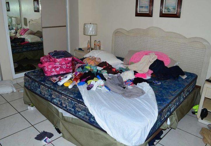 Esta es una de las habitaciones del condominio en el que residía <i>El Chapo</i> Guzmán antes de ser detenido este fin de semana. (Agencias)