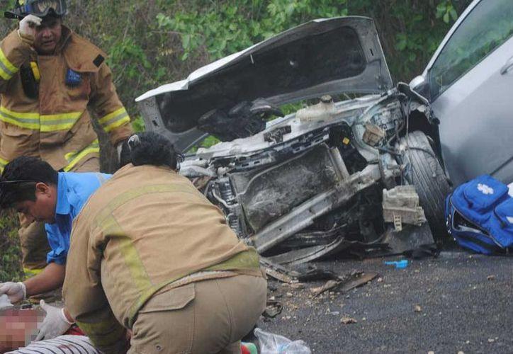 Los cuatro pasajeros de un vehículo que volcó a la altura de Paamul resultaron heridos. (Redacción/SIPSE)