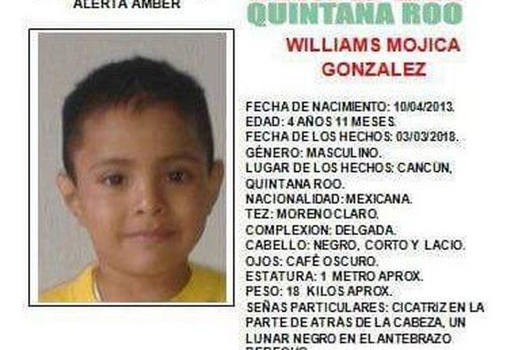 Los familiares del menor solicitaron a la ciudadanía su colaboración para dar con el paradero niño. (Redacción)