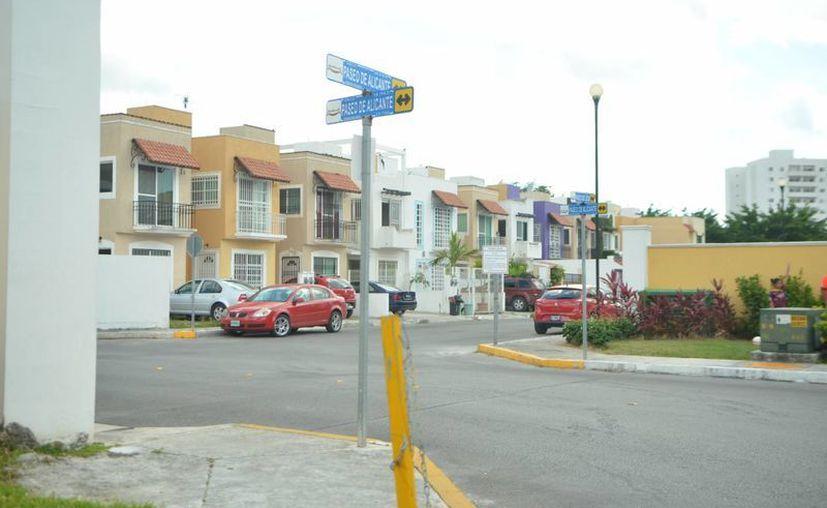Elementos policíacos llegaron de inmediato al domicilio ubicado en la Supermanzana 316 de Cancún. (Redacción/SIPSE)