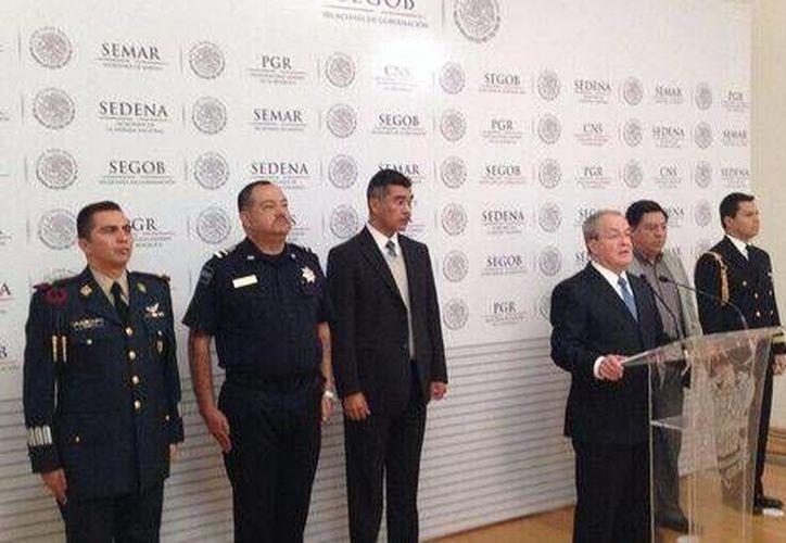 El titular del SNSP, Alejandro Rubido, informó del decomiso de al menos dos mil armas en diversos operativos. (Milenio)