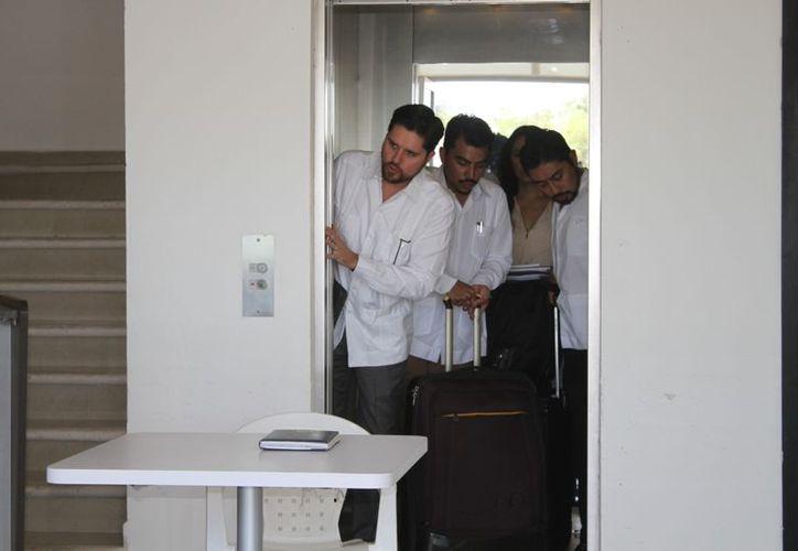 Los abogados defensores del exmandatario a su llegada al juzgado penal. (Foto: Joel Zamora)