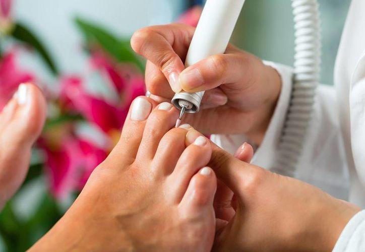El pedicure debe realizarse  con cuidado y con objetos esterilizados para evitar el contagio de hepatitis C. (Contexto/Internet)