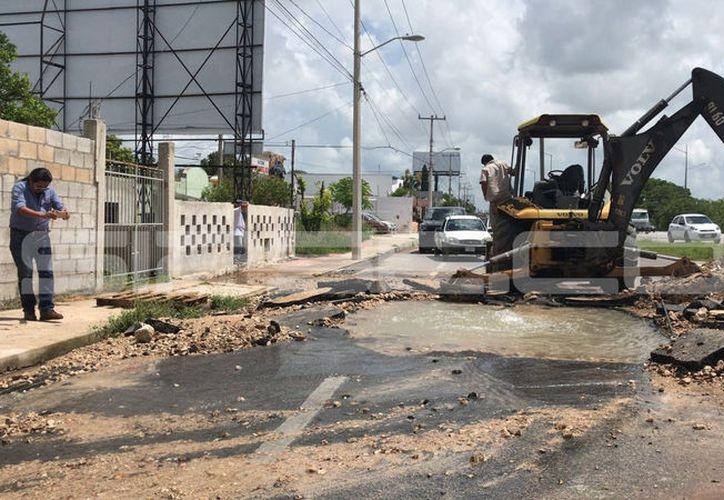 Reportan mega fuga en el kilómetro 18 del periférico de Mérida.  Foto: Victoria González.