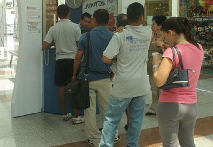 Los entrevistados manifestaron que de continuar los abusos convocarán a una marcha para exhibir los abusos de Aguakán. (Jesús Tijerina/SIPSE)