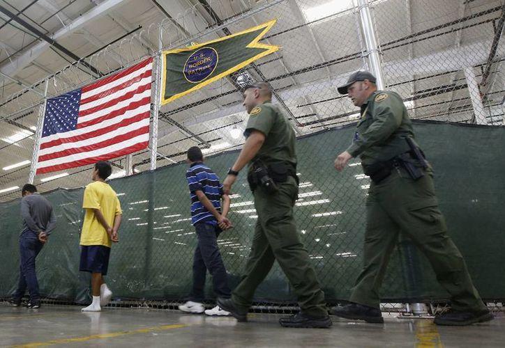 Las autoridades migratorias aseguraron que no enviarán menores no acompañados. (AP)