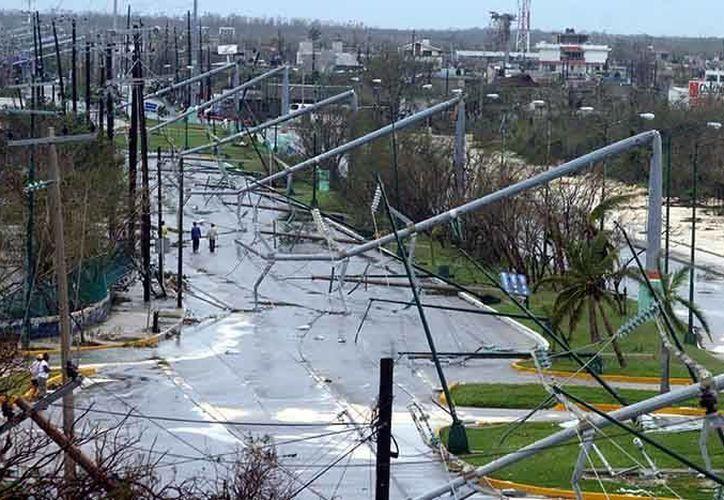 """En el panel de discusión se habló del paso del huracán """"Wilma"""" por Cancún. (Redacción/SIPSE)"""