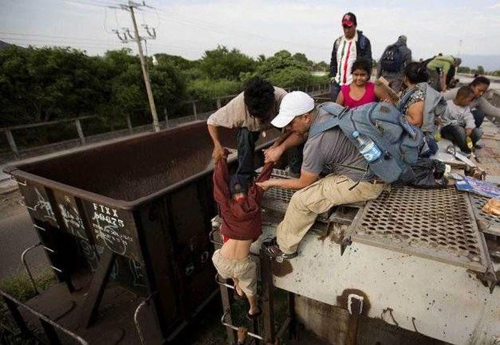 Miles de inmigrantes centroamericanos llegan a México con la finalidad de llegar a EU. (Archivo/AP)
