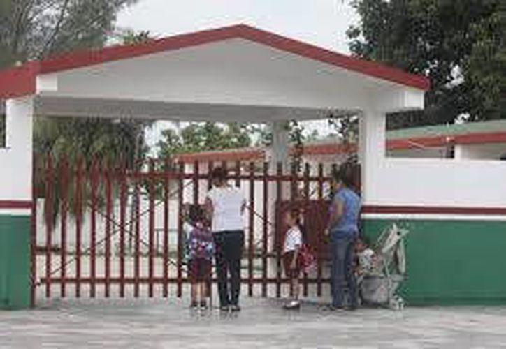 Montoya Martínez aseguró que se pueden programar las manifestaciones sin afectar al alumnado. (Carlos Horta/SIPSE)
