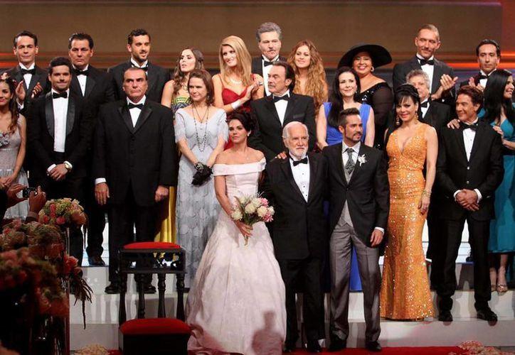 La telenovela 'Muchacha italiana viene a casarse' está próxima a concluir. En la imagen, el día que se presentó el melodrama que produce Pedro Damián. (Notimex)