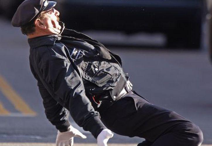 Lepore durante su show en una intersección de la calle Dorrance, en Providence. (Agencias)
