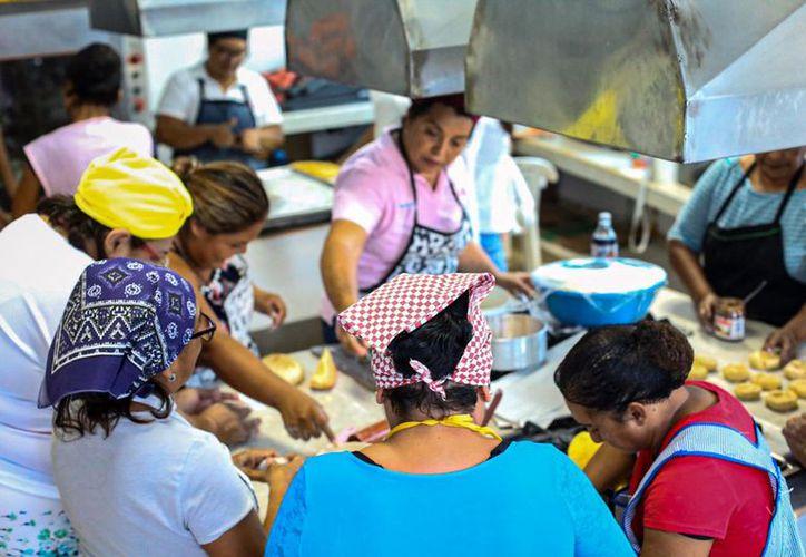 Imparten taller para autoempleo en Isla Mujeres - Sipse.com