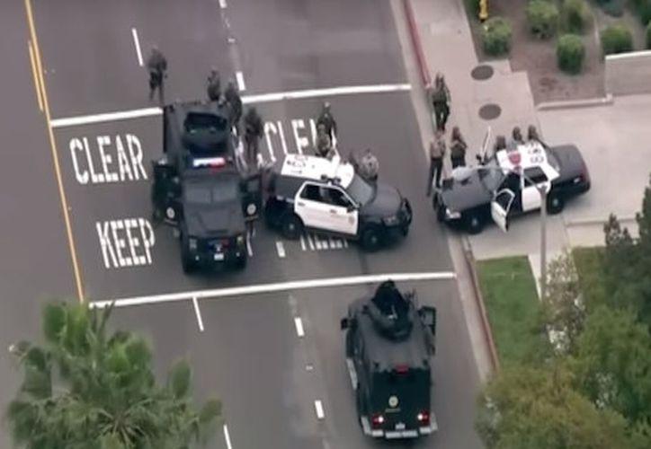 Investigadores tratan de determinar por qué el hombre de 47 años disparó contra los agentes en Temple City. (Captura de Youtube).