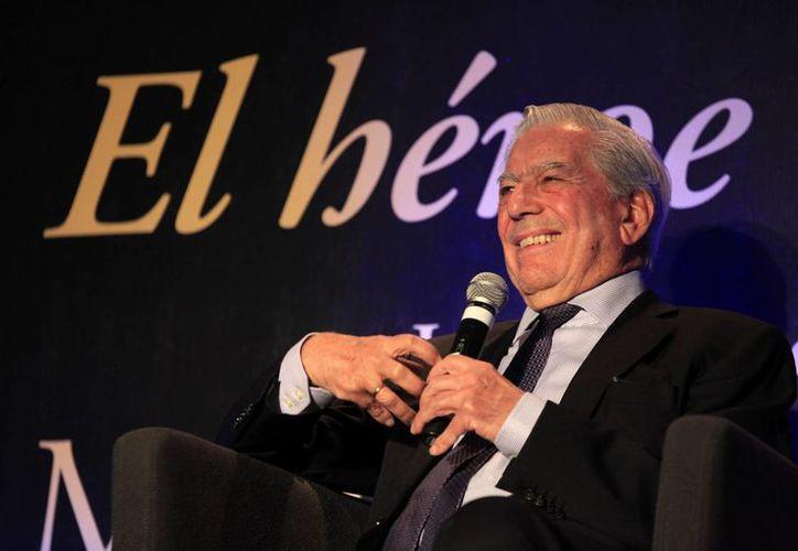 En la FIL de Guadalajara, Vargas Llosa desgranó el  proceso creativo que lo llevó a escribir su más reciente novela. (Notimex)