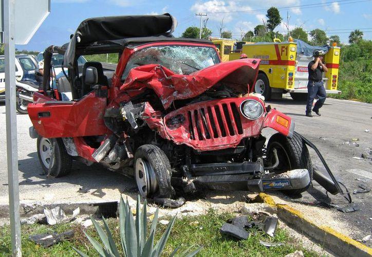 Los accidentes se incrementan entre jueves y sábado, cuando hay mayor movilización de turistas conduciendo bajo la influencia de bebidas alcohólicas. (Gustavo Villegas/SIPSE)