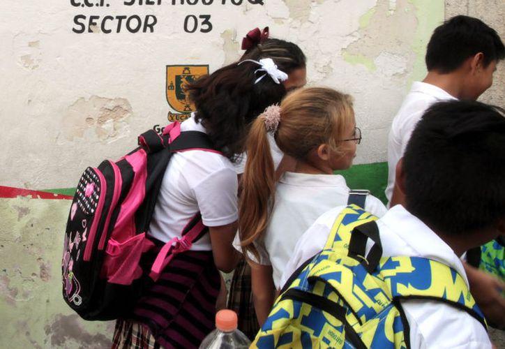 Un sondeo de Profeco señala que los niños gastan el dinero que les dan sus padres en alimentos chatarra.  (Foto: Milenio Novedades)