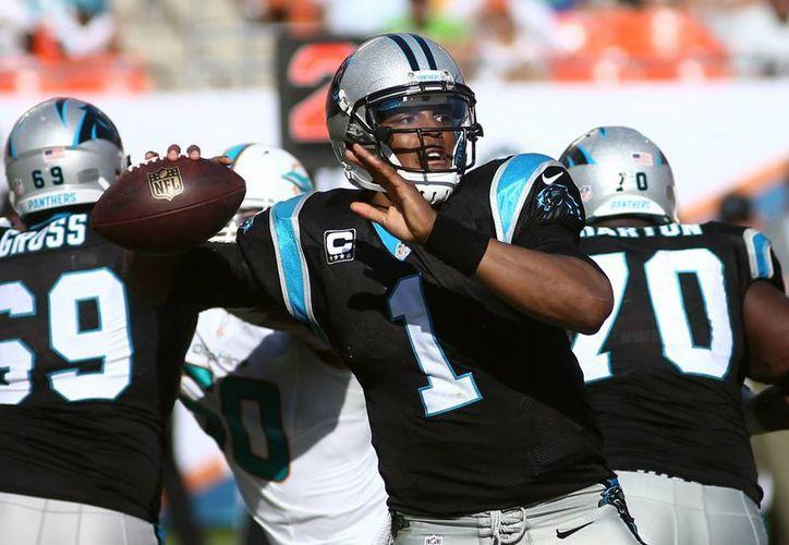 En la temporada regular, Cam Newton comandó la victoria ante San Francisco 10-9. (Foto: Agencias)