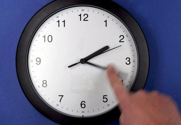 El Horario de Verano comienza este domingo y termina en octubre. (EFE)