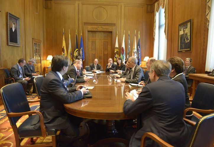 Los procuradores de México y EU, Jesús Murillo Karam y Eric Holder, respectivamente, acordaron 'humanizar' la migración. (Notimex)