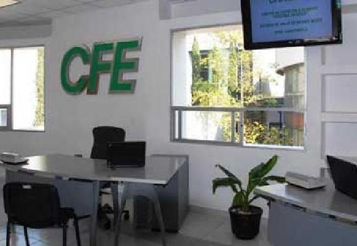 La CFE dio a conocer que cuenta con 14 mil 715 empleados de confianza y 54 mil 561 sindicalizados. (Archivo Notimex)