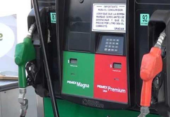 Ayer el precio de la Magna osciló entre los $15.28 y los $15.63, mientras que la Premium se consiguió en $17.00 y $17.35. (SIPSE)