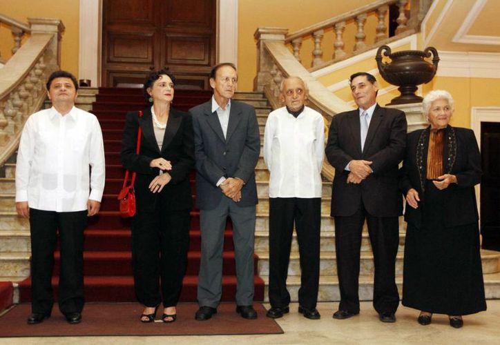 Raúl Vela Sosa (i) y otras personalidades clausuraron este miércoles el Festival Anual de las Artes en Mérida. (Milenio Novedades)