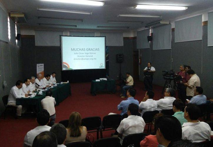 Imagen de la toma de protesta de la delegación regional sureste  La Asociación Mexicana de Internet. (Cecilia Ricárdez/SIPSE)