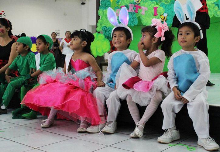 Niños del CAM de Cancún le dan la bienvenida a la primavera. (Yajahira Valtierra/SIPSE)
