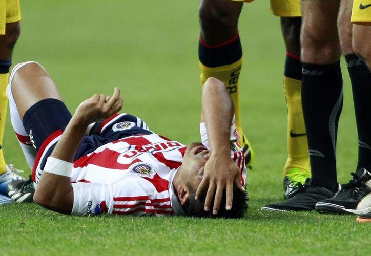 Chivas está inconforme con una tarjeta amarilla, que por ser la segunda, derivó en la expulsión de uno de sus jugadores. (Notimex)