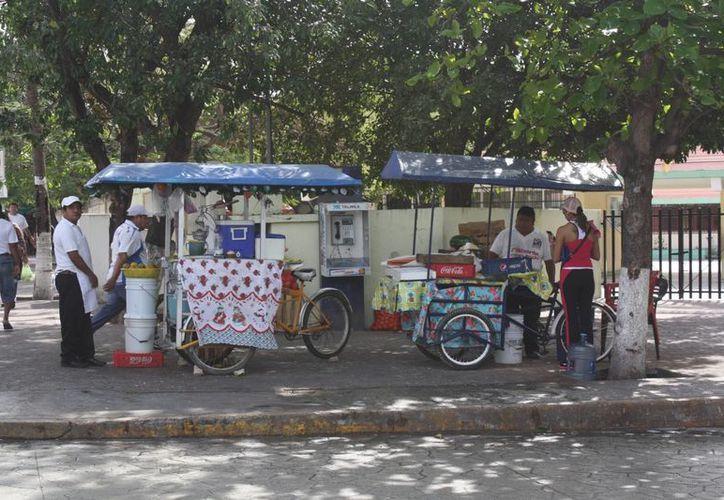 Aparecen más vendedores en el parque Leona Vicario. (Adrián Barreto/SIPSE)