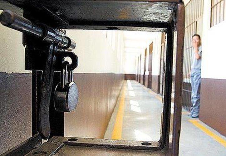 El pasillo por donde se debe pasar para llegar a las celdas. (Jesús Quintanar/Milenio)
