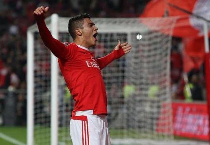 El mexicano Raúl Jiménez entró este martes de cambio al minuto 76 para darle al triunfo al Benfica sobre el  Nacional de Madeira. (Twitter: @SL_Benfica)