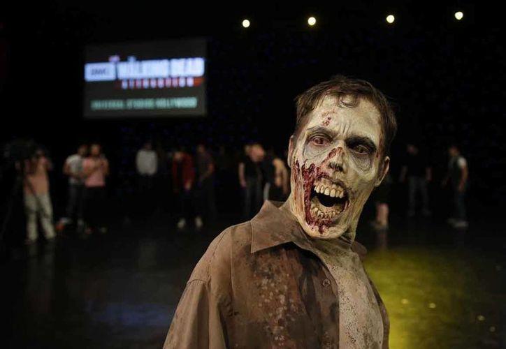 Universal Studios,en Hollywood, California, tiene un nuevo atractivo basado en 'The Walking Dead'. (AP)