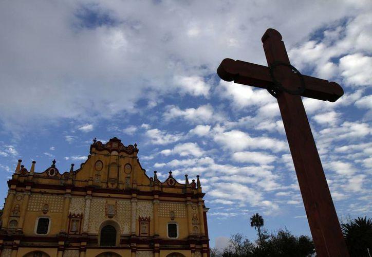 San Cristóbal de las Casas, cuya catedral está en la imagen, espera con emoción la llegada del papa Francisco, en febrero próximo. (Notimex)