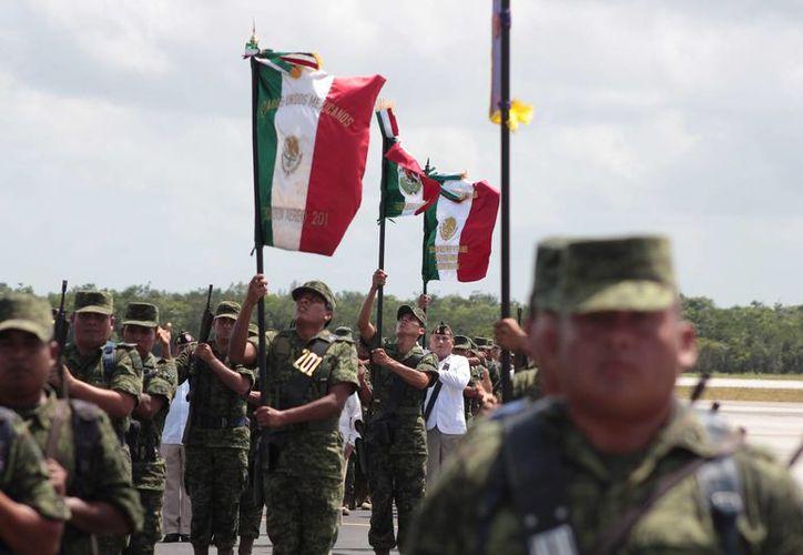 Cuarenta y ocho elementos de la Semar y dos de la Fuerza Aérea de Cozumel, fueron ascendidos ayer. (Archivo/SIPSE)
