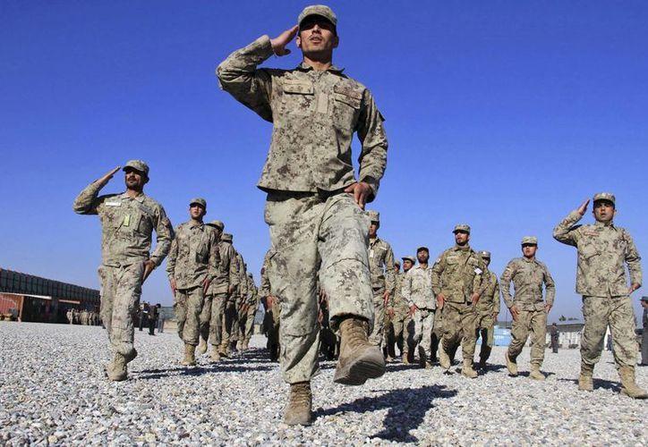 Varios policías afganos en un entrenamiento en Nangarhar, Afganistán. (Archivo/EFE)
