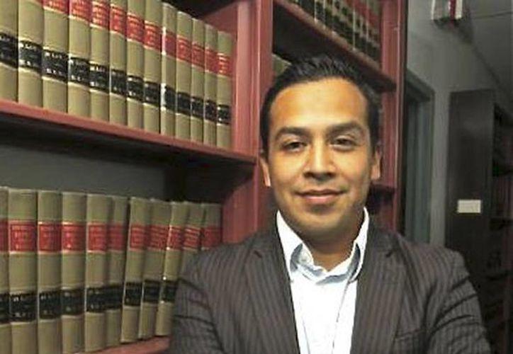 César Vargas llegó a los cinco años de manera ilegal a Estados Unidos. Después de una lucha legal de cuatro años, espera recibir su licencia de abogado. (facebook.com/caesar.vargas.9)