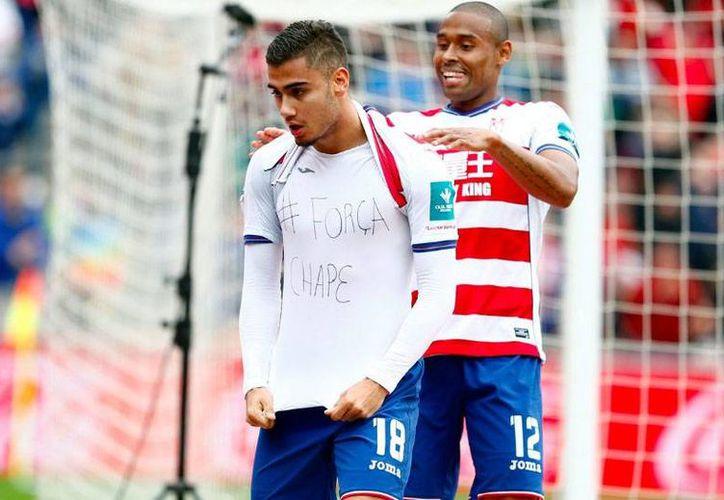 Tuvieron que pasar casi 7 meses para que el Granada gane un partido de la Liga.En la foto, Andreas Pereira celebra gol con dedicatoria al Chapecoense. (Foto tomada de Twitter/Granada)