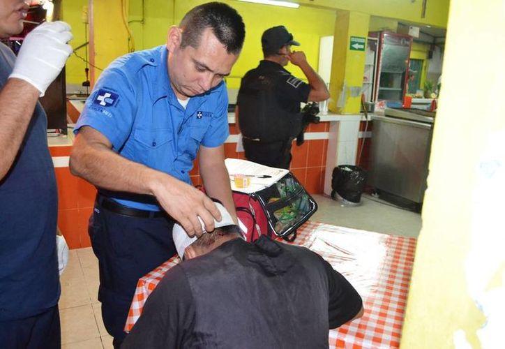El comensal fue atendido por paramédicos, no fue necesario trasladarlo a un hospital. (Redacción/SIPSE)