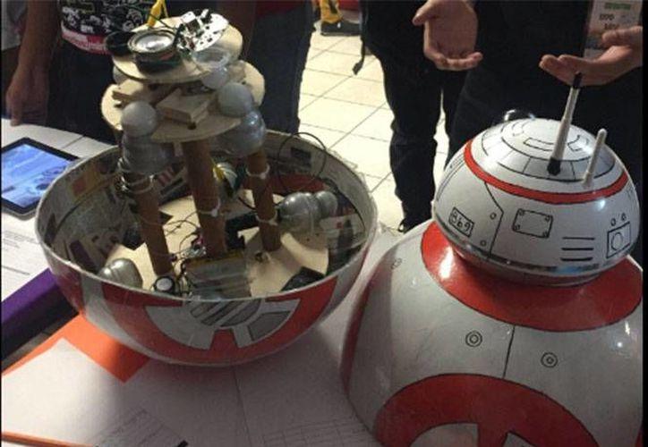 Con pocos recursos, los estudiantes del IPN demostraron la facilidad de crear parte de la tecnología de la película 'Star Wars'. (Foto tomada de Twitter/IPN_MX)