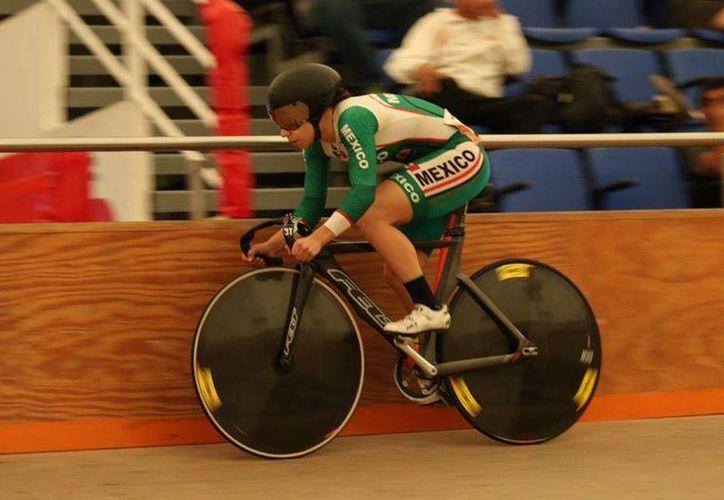 La ciclista Daniela Gaxiola competirá en Colombia, como parte de su preparación hacia el Mundial de Hong Kong.(Foto tomada de Facebook/Daniela Gaxiola)